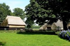 Een mooi brinkdorp mag niet ontbreken, Orvelte is vlakbij, maar Oud Aalden is oorspronkelijker...met vlakbij de kerk van Zweeloo